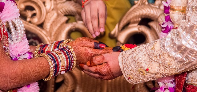 marriage-1404623_640